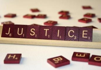 تبليغ الإنذار بالإفراغ عن طريق خادم- وجود نزاع قضائي بينه وبين المكتري- عدم سريان التبليغ.